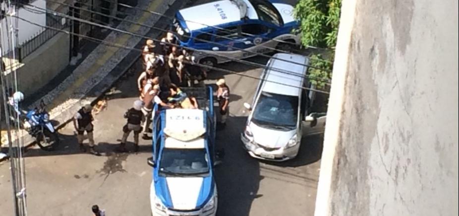 Assaltante morre durante troca de tiros no bairro da Barra