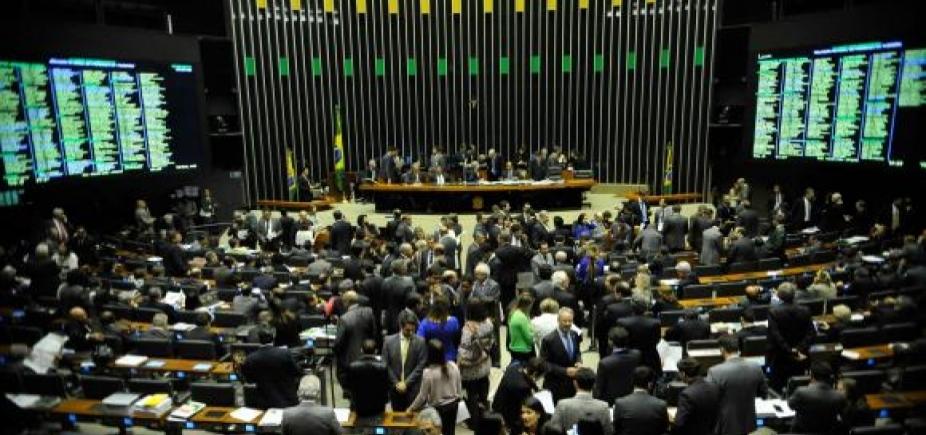 Maioria dos deputados baianos vota a favor da criação do fundo de financiamento de campanha; veja lista