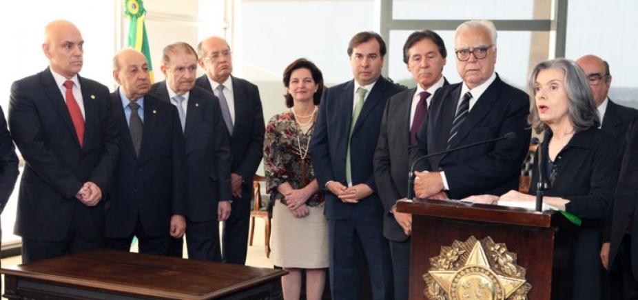 Ao lado de deputados e senadores, presidente do STF diz que ʹtraidor da Constituição é traidor da pátriaʹ
