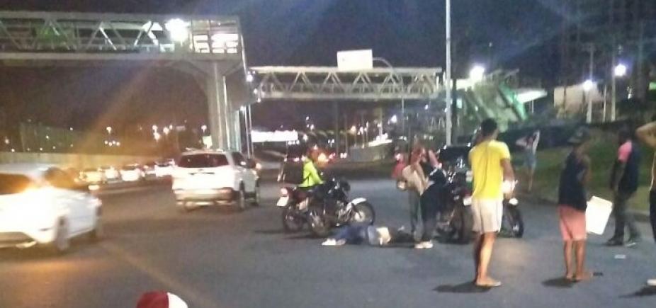 Mulher pula de ônibus durante assalto e morre na Av. Tancredo Neves