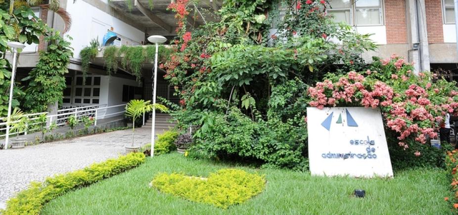 Com depoimentos de ex-alunos e professores, Escola de Administração da UFBA celebra 58 anos