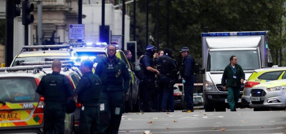 Carro invade calçada e deixa feridos em Londres