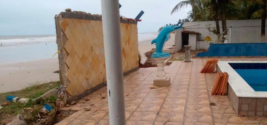 Ressaca do mar em Ilhéus derruba barraca e muro de casa; ondas chegaram a 3 metros