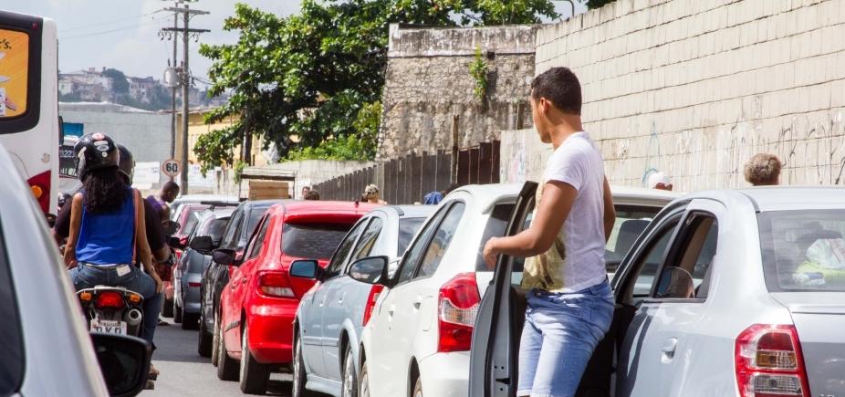 Embarque de veículos no sistema ferry-boat é intenso no terminal São Joaquim