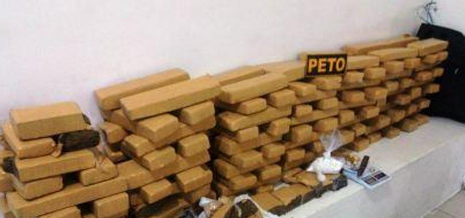 139 tabletes de maconha são encontrados em forro de casa em Vitória da Conquista