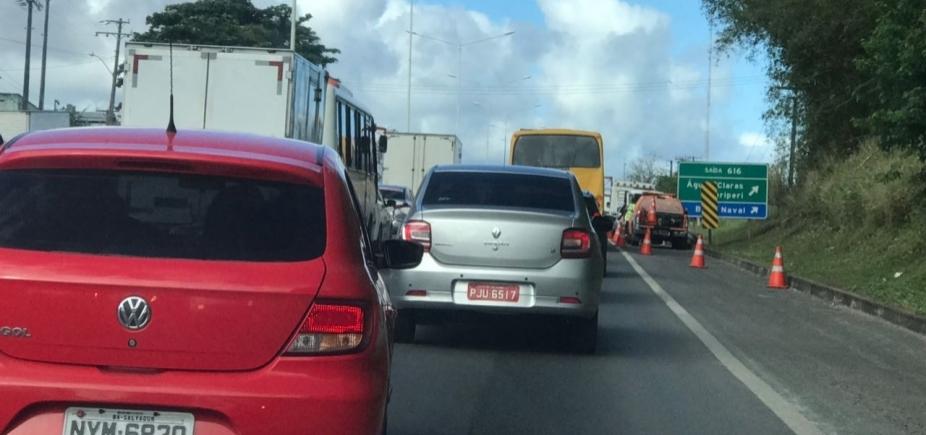 Engavetamento causa congestionamento na BR-324 sentido Salvador