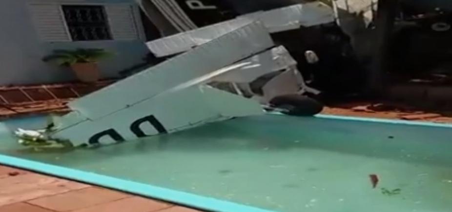 Avião cai em quintal de residência em São Paulo e deixa três mortos