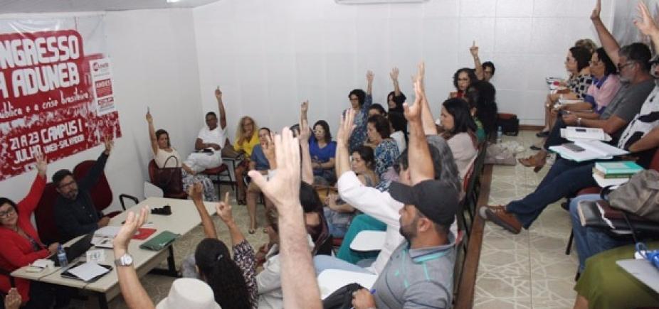 Em assembleia, professores da Uneb aprovam indicativo de greve