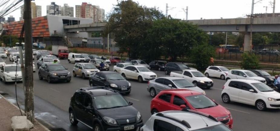 Acidente causa lentidão na rua Dendezeiros do Bonfim