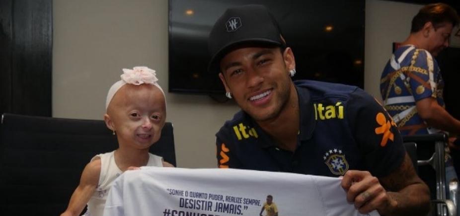 """Neymar realiza sonho de fã portadora de doença rara: \""""Desistir jamais\"""""""