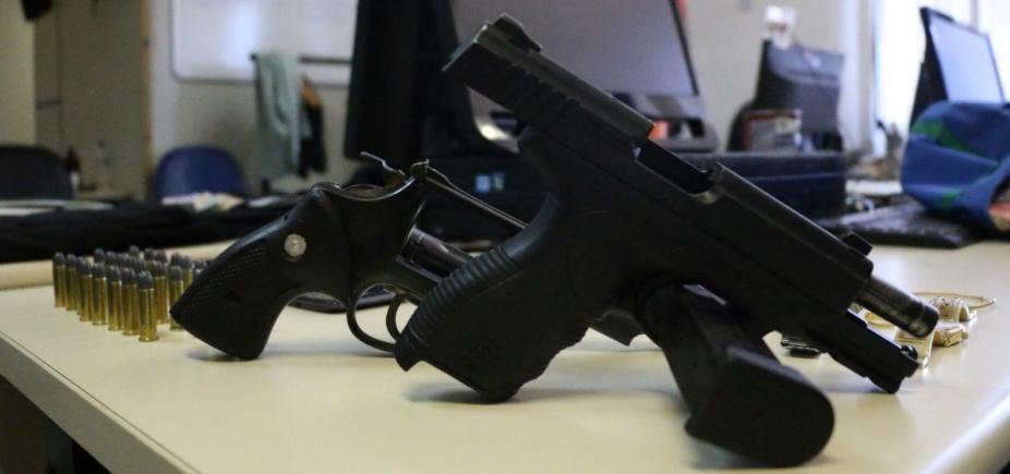 Pistola usada em assalto a banco pertence a PM afastado, diz delegado