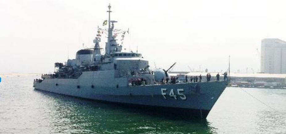 """Fragata """"União"""" chega a Salvador após missão no Líbano"""