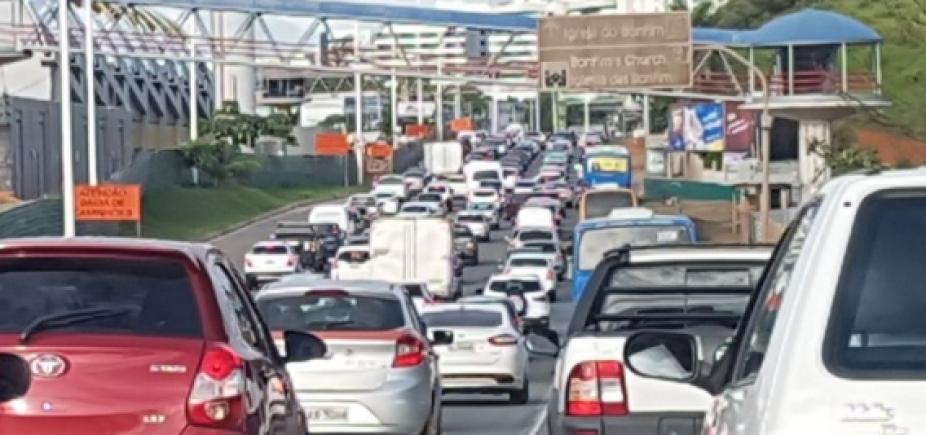 Batida entre dois carros deixa uma pessoa morta na Estrada do Coco