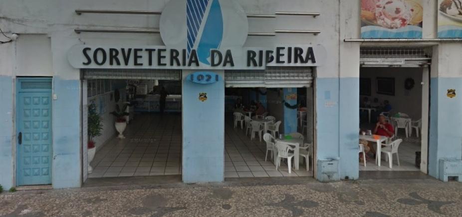 Grupo invade Sorveteria da Ribeira e leva dinheiro do caixa