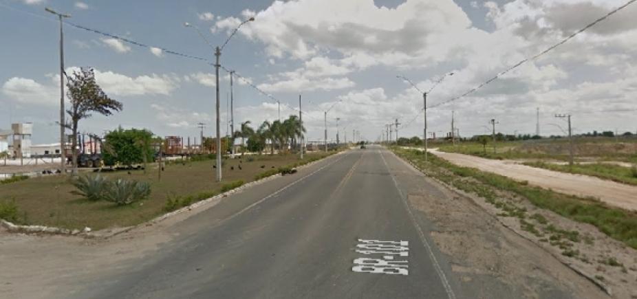 Colisão entre carro e caminhão deixa sete feridos na BR-101, em Mucuri