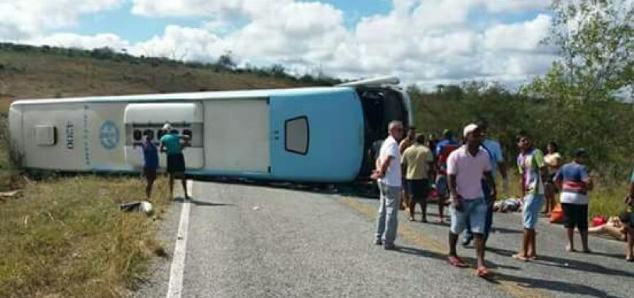 Motorista do ônibus que tombou com crianças diz ter perdido controle da direção