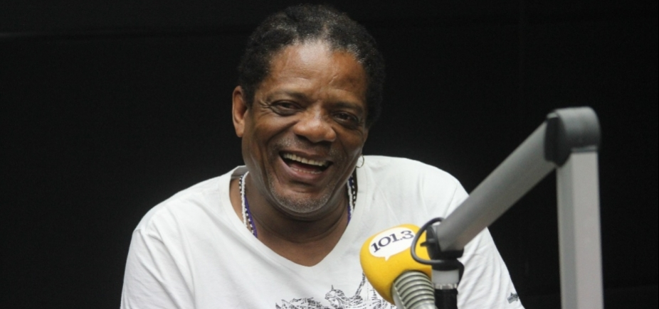 """Ex-motorista, Lazinho lembra trajetória até os vocais do Olodum: """"Música veio por acaso"""""""