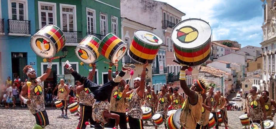 """""""Tem que ser mais sutil"""", diz Lazinho sobre músicas de protesto do Olodum"""