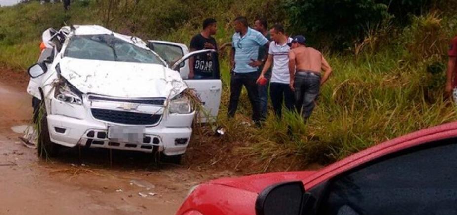 Acidente entre moto e caminhonete deixa dois mortos e três feridos em Laje