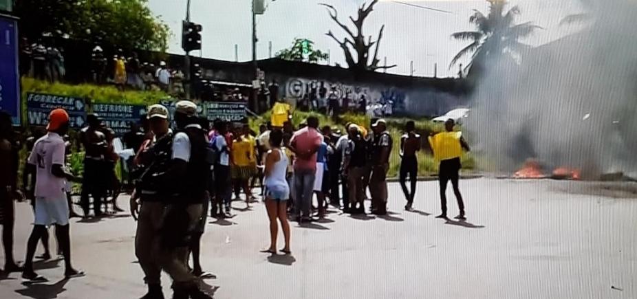 Manifestantes fazem protesto e fecham vias em Campinas de Pirajá