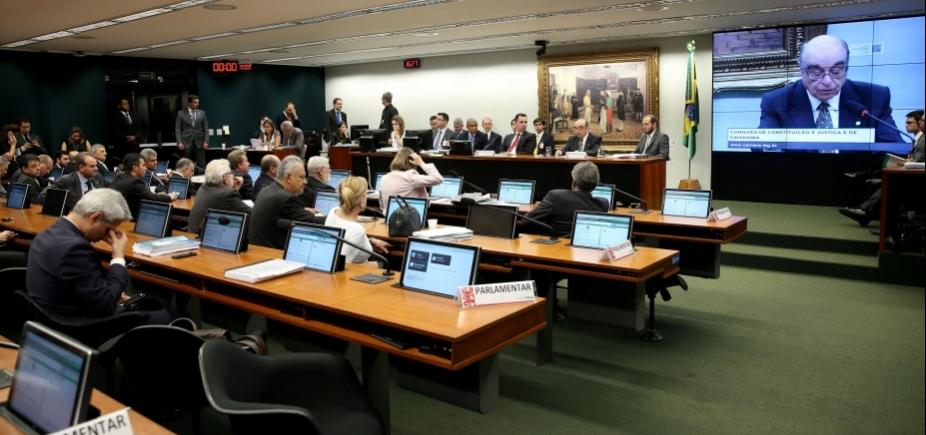 Presidente da CCJ pede prorrogação de três sessões para analisar denúncia contra Temer