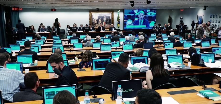 """Governo esvazia CCJ para acelerar denúncia contra Temer; oposição fala em \""""política rasteira\"""""""