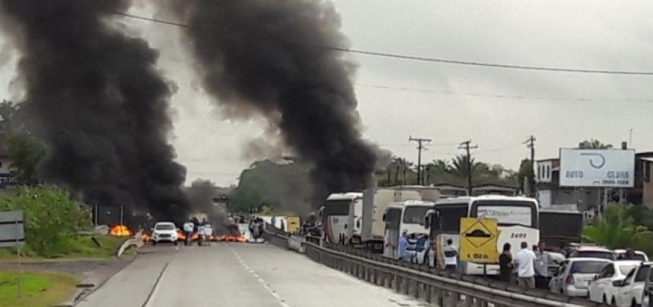 Manifestação bloqueia os dois sentidos da BA-093, em Simões Filho