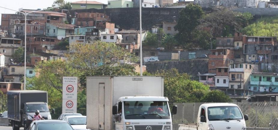 Acidente deixa trânsito lento na BR-324
