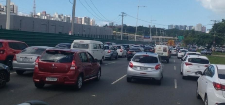 Carreata do Uber gera lentidão na Av. Paralela; veja trânsito