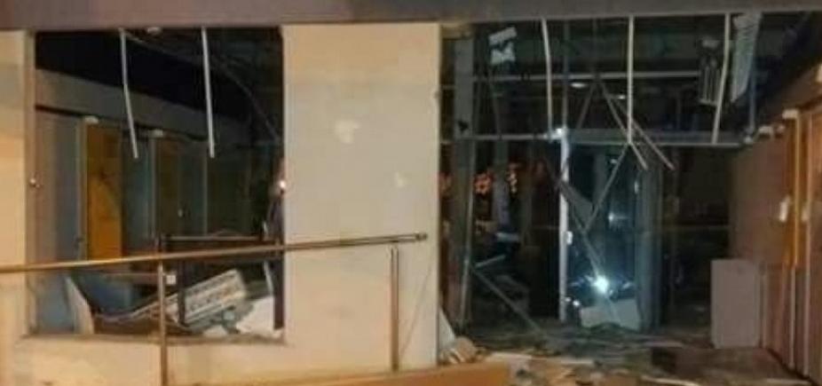 Agência bancária fica destruída após ser explodida em Cardeal da Silva