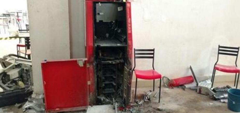 Grupo invade shopping e arromba caixa eletrônico no oeste da Bahia