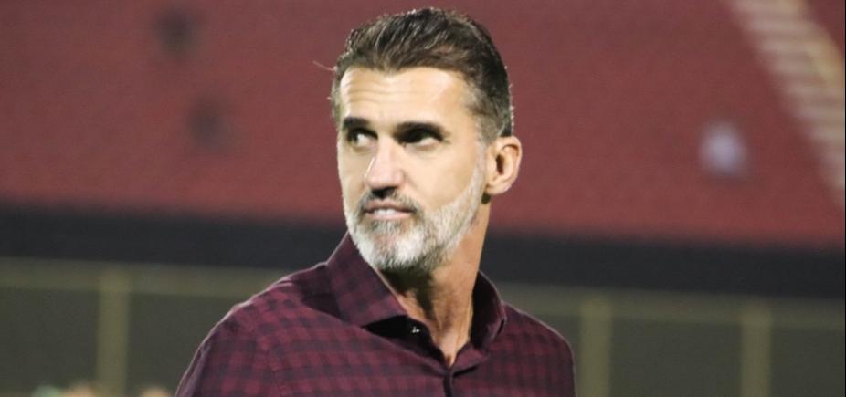 Mancini se irrita e faz ʹauto-coletivaʹ após empate do Vitória; veja