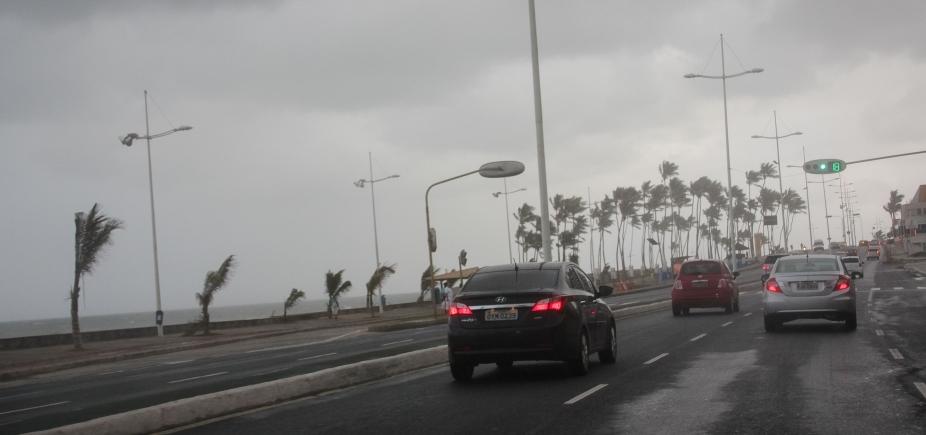 Salvador tem previsão de chuvas isoladas e trovoadas até quarta