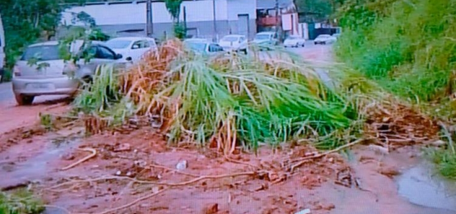 Deslizamento de terra deixa trânsito lento em Cajazeiras