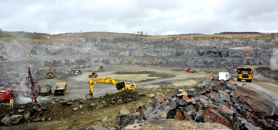 Após morte de uma tonelada de peixes, turbinas de Belo Monte devem ser paradas