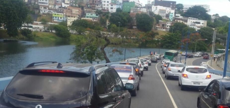 Motoristas devem evitar vias de acesso a Adhemar de Barros, em Ondina