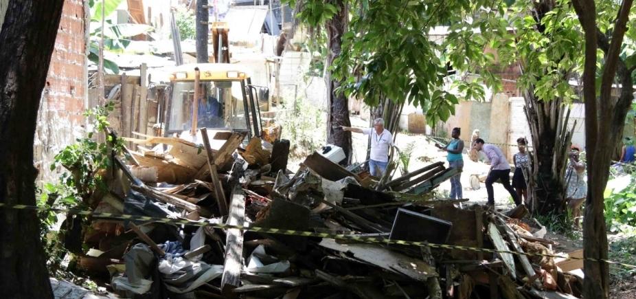 Prefeitura inicia processo de demolição de cinco barracos em Pituaçu
