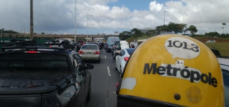 Trânsito: Av. Paralela tem acidente e retenção por grande fluxo