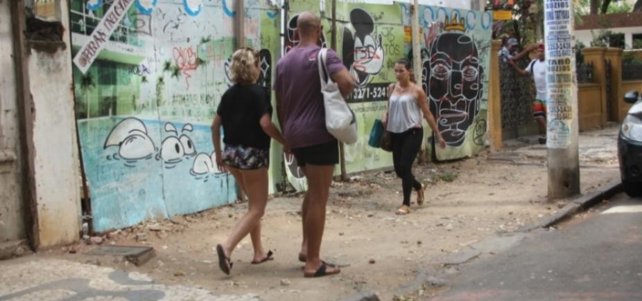 Calçadas de Salvador causam vergonha e expõem o pedestre ao risco constante
