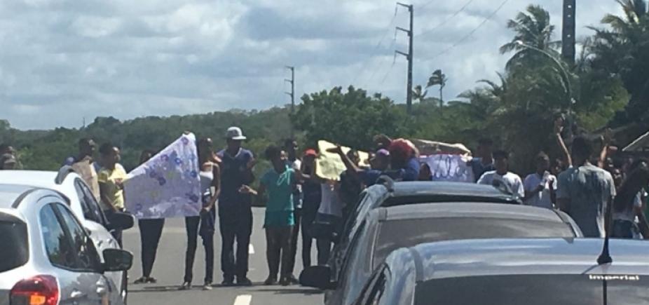 Manifestações e poda de árvores complicam o tráfego