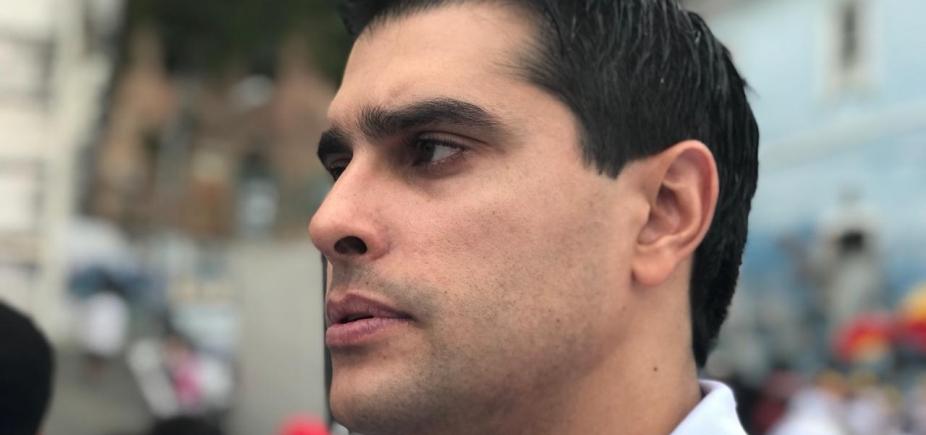 Vereador vai processar presidente do PSOL após ser chamado de ʹfilhotinho de ditadorʹ