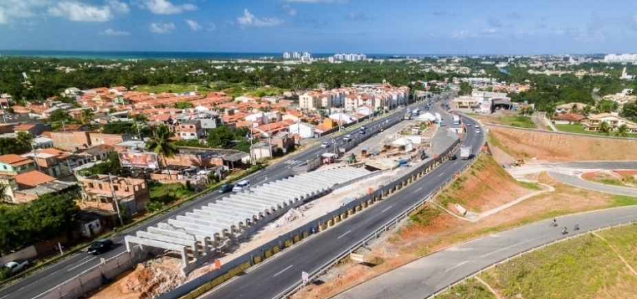 Estrada do Coco terá tráfego bloqueado para montagem de passarela