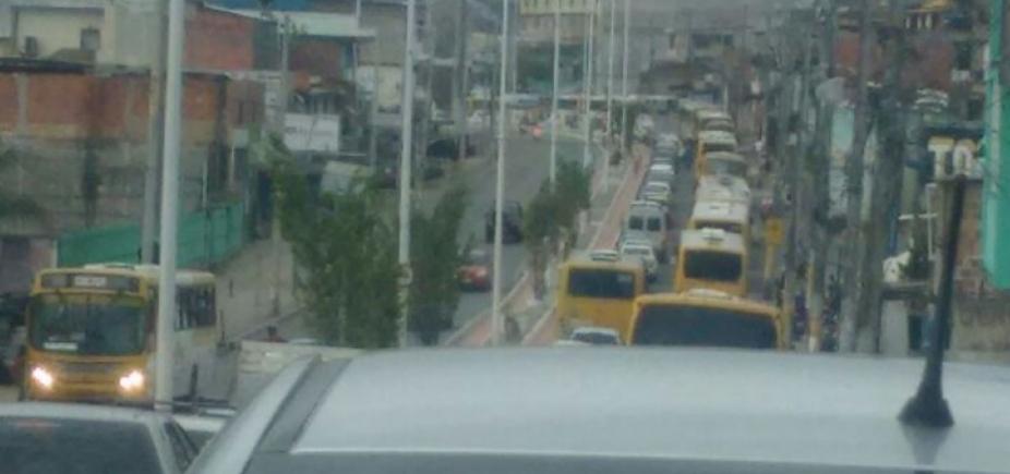 Ônibus quebrado é retirado da via mas lentidão continua na Suburbana