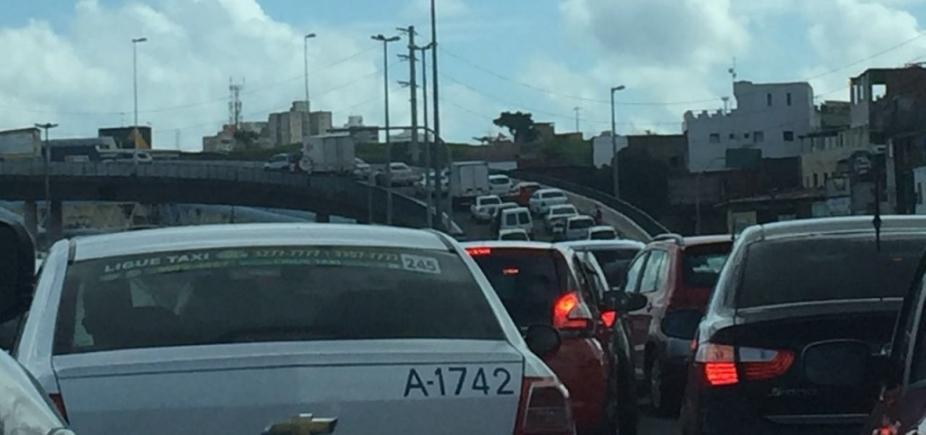 Avenida Barros Reis tem tráfego intenso nesta manhã; confira