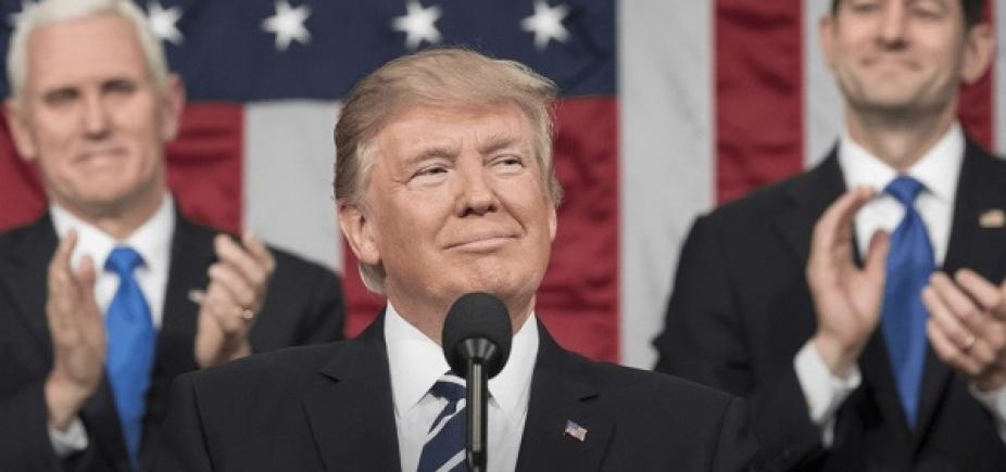 Trump modera proibição de transexuais nas Forças Armadas