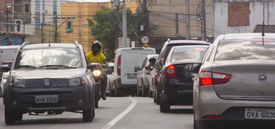 Congestionamento continua nas vias de acesso a Liberdade