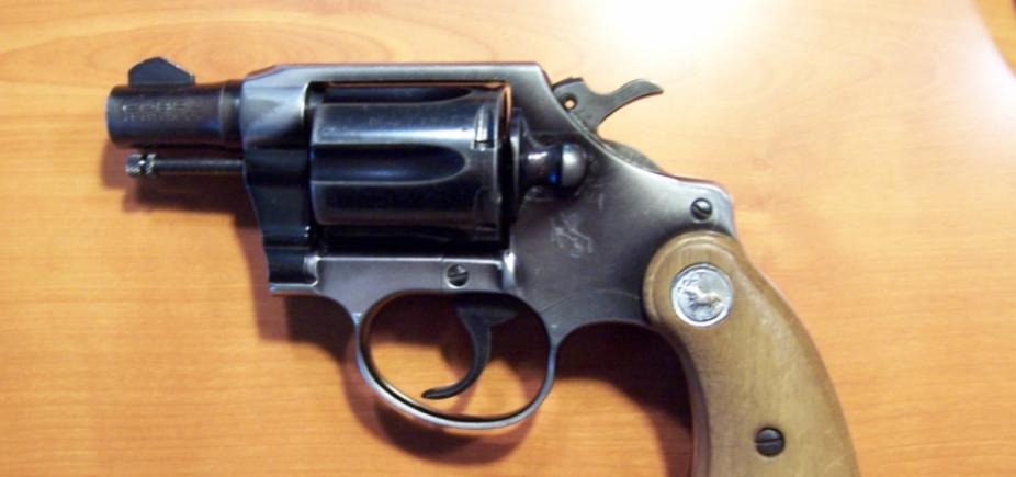Estudante é apreendido por levar revólver para escola