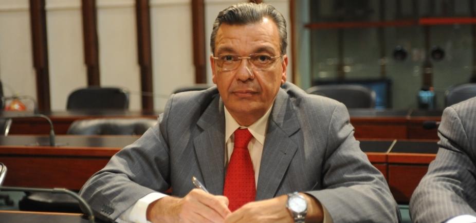 Deputado sofre retaliações após chamar colegas de 'vagabundos'