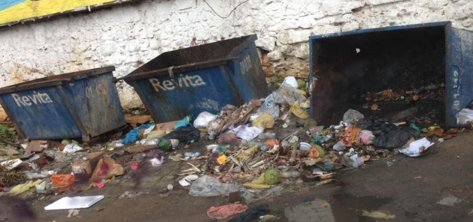Lixo espalhado no entorno do Mercado Popular, na Cidade Baixa, indigna moradores