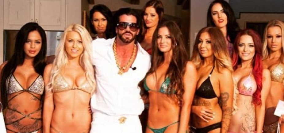 Esposa de magnata gosta de dividi-lo com mais de 30 mulheres: ʹSou curiosaʹ